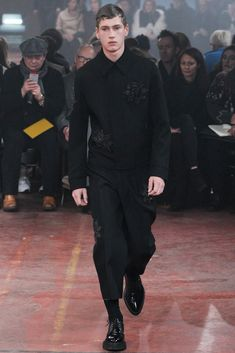 Fall 2015 Menswear  Alexander McQueen  http://www.style.com/slideshows/fashion-shows/fall-2015-menswear/alexander-mcqueen/collection/27