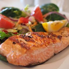 This grilled salmon recipes simple is part of a weight loss diet called the South Beach Diet. Their tasty grilled salmon with rosemary recipe can be broiled or grilled. Zesty Salmon Recipe, Quick Salmon Recipes, Best Grilled Salmon Recipe, Healthy Soup Recipes, Diet Recipes, Vegetarian Recipes, Easy Fish Recipes, Cod Recipes, Healthy Foods
