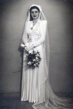 Chic Vintage Brides, Vintage Weddings, Wedding Bouquets, Wedding Photos, Wedding Photography, Gowns, Fashion Outfits, History, Clothes