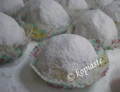 Loukoumia tou Gamou, are the Cypriot Wedding Cakes, offered in Cyprus at weddings, instead of bombonieres (favours), which are offered in Greece. Wedding Sweets, Wedding Cookies, Wedding Favours, Wedding Ideas, Cookie Recipes, Dessert Recipes, Desserts, Cypriot Food, Cyprus Wedding