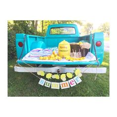 Mini sessions happening today with @aliciasphotographyy of Naperville!  Loving the lemonade truck theme! #blissvintagetruck