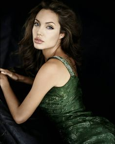 Take a look at the best Angelina Jolie makeup in the photos below and get ideas for your cute outfits! Kylie Jenner / Angelina Jolie lips without injections – makeup / lip tutorial from Mellifluous Mermaid – how to get… Continue Reading → Angelina Jolie Makeup, Angelina Jolie Pictures, Angelina Jolie Style, Brad And Angelina, Anjolina Jolie, Celebrity Hairstyles, 90s Grunge, Brad Pitt, Beautiful Celebrities