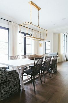 Dining room furniture ideas that are going to be one of the best dining room design sets of the year! Get inspired by these dining room lighting and furniture ideas! Kitchen Table Lighting Fixtures, Dining Room Lighting, Dining Table Chandelier, Dining Room Table, Linear Chandelier, Beaded Chandelier, Chandelier Ideas, Dining Area, Kitchen Dining