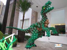 Cenário Balões - Excelência em Decoração Jurassic Park Party, Dinosaur Balloons, Balloon Decorations Party, Dinosaur Birthday Party, Baby Party, Holidays And Events, Birthdays, Parties, Globe Decor