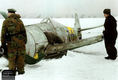 Fw 190A-6 W.Nr. 550885, Lt. Hans Dortenmann, 2./JG 54, Orscha Süd in Russia, 6th February 1944. (This Fw 190 was painted with washable white paint during the winter of 1943-1944 over the partially visible original RLM74/75/76)