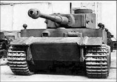 Prototype du tiger I avec plaque de blindage à l'avant. Non retenue pour la serie.