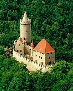 Kokořín Castle is a castle located some 10 km northeast of Mělník, Czech Republic. It was built in the first half of the century by order of Hynek Berka z Dubé. Gothic Castle, Medieval Castle, Castle House, Castle Ruins, Beautiful Castles, Beautiful Buildings, Modern Buildings, Small Castles, Chateau Medieval