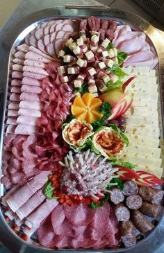24 inspirations to serve cold plates - Fingerfood - Appetizers Easy Meat Appetizers, Thanksgiving Appetizers, Appetizer Recipes, Meat And Cheese Tray, Party Food Platters, Meat Platter, Cold Dishes, Food Carving, Food Garnishes