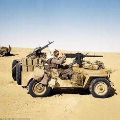 Two SAS troops sit in a jeep, packed with machine guns and petrol cans, in the Tunisian desert Military Jeep, Military Weapons, Military Vehicles, Jeep Willis, North African Campaign, Special Air Service, British Armed Forces, Afrika Korps, Military Diorama