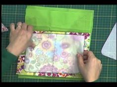 Organizador para carro - YouTube Clutch Pattern, Denim Handbags, Fabric Bags, Baby Sewing, Organizer, Handmade Bags, Craft Videos, Quilt Blocks, Purses And Bags