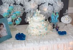 frozen disney party ideas | ... party. The first time the birthday girl saw her Frozen snowflake cake