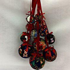 Ara que s'acosta nadal us presentem una de les creacions de la Isabel. Una Guirnalda de voles fetes de patchwork i amb molta traça #merceria #calella #elpedacet #labores #madeyourdelf