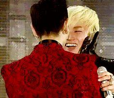 Big Bang Gifs — TOP hyung just can't resist Daesung's cuteness :)) TODAE love!! [gif]