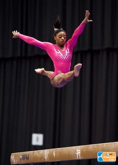 Simone Biles competes on balance beam at the 2015 AT&T American Cup on March 2015 in Arlington, Texas. Gymnastics Posters, Gymnastics Team, Artistic Gymnastics, Cheerleading, Gymnastics Photography, Ballet Photography, Photography Photos, Yoga Photos, Yoga Pictures