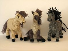 Amigurumi horses! @Brandy Waterfall Waterfall Waterfall White! Can you make these!!!!