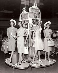 in-store mannequins - love those little plinths! Wish these were the designs of today. 1960s Fashion, London Fashion, Fashion Dolls, Vintage Fashion, Fashion Mannequin, Vintage Images, Retro Vintage, Vintage Glamour, Vintage Barbie