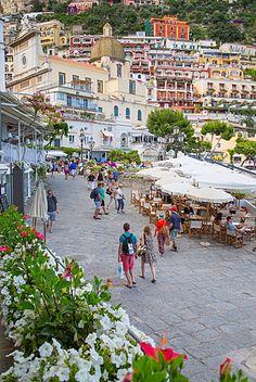Los restaurantes en Via Marina Grande, Positano, Provincia de Salerno, Costa Amalfitana (Costa de Amalfi), patrimonio de la humanidad, Campania, Italia, Europa