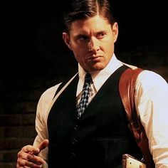 Dean Winchester in 7x12 Time After Time... dear God he looks fiiiiiiiiiiiine!  #Supernatural