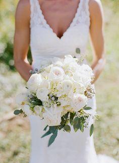 white #bouquet with berries + greenery | Melissa Schollert #wedding