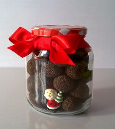 Lembrancinhas de Natal simples e baratas Christmas Food Gifts, Xmas Food, Homemade Christmas Gifts, 1st Christmas, Christmas Cookies, Christmas Crafts, Christmas Decorations, Christmas Presents, Chocolate Gifts