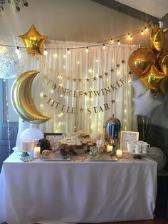 DIY Baby Shower Decorations and Backdrops Twinkle Twinkle Little Star Babyparty Baby Shower Backdrop, Baby Shower Table, Shower Party, Baby Shower Parties, Baby Boy Shower, Diy Shower, Baby Shower Banners, Shower Gifts, Unisex Baby Shower