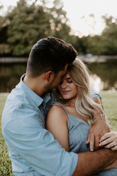 It's always hard to find a natural area in a big city, but this adorable couple nailed their engagement session location in Dallas, Texas Outdoor Engagement Photos, Engagement Photo Outfits, Engagement Photo Inspiration, Engagement Session, Fall Engagement, Engagement Ideas, Engagement Pictures, Country Engagement, Photo Shoot Outfits