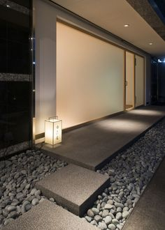 Sushi Mutsuka is minimal sushi restaurant located in Fukouka, Japan, designed by CASE-REAL. Japanese Restaurant Design, Japanese Interior Design, Japanese Modern, Japanese House, Spa Interior, Interior Decorating, Zen Interiors, Japan Design, Exterior Design