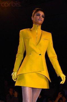 helena christensen claude montana runway show 1992 - Bing images Fashion History, 90s Fashion, Runway Fashion, Fashion Models, High Fashion, Vintage Fashion, Womens Fashion, Haute Couture Style, Original Supermodels