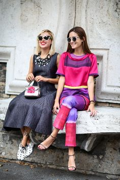How To Dress Like An Italian Girl — 50+ Lessons Worth Knowing #refinery29  http://www.refinery29.com/2014/09/74945/milan-fashion-week-2014-street-style#slide15  Maximalist accessorizing meets minimalist accessorizing. Both look great!
