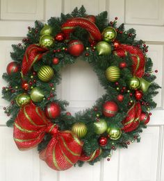 Modern Style Mesh Ribbon Red and Green Christmas Wreath Decorations Christmas, Holiday Wreaths, Holiday Crafts, Christmas Ornaments, Holiday Decor, Christmas Door, Green Christmas, Christmas Time, Green Wreath