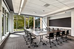 Designed by Giancarlo Piretti, the Pirouette™ Table is aspace-saving solution with universal appeal. Office Interiors, Interior Office, Classroom Layout, Nesting Tables, Layout Inspiration, Quality Furniture, Clean Design, Storage Cabinets, Layout Design