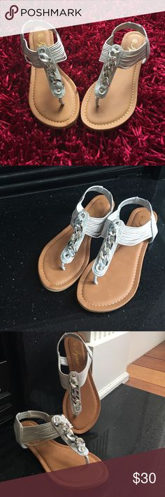 Woman's silver sandal with upper chain decor🏖 Silver sandal with sparkle details around back of ankle and upper portion. The upper portion also has a chain decor, elastic ankle!!! I have several, perfect summer sandal 💕💕💕 Shoes Sandals