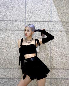 """ถูกใจ 4 ล้าน คน, ความคิดเห็น 36.6k รายการ - ROSÉ (@roses_are_rosie) บน Instagram: """"Thank you blinks 🖤🦢"""" Yg Entertainment, South Korean Girls, Korean Girl Groups, Jenny Kim, Black Pink, Blackpink Photos, Park Chaeyoung, Jennie Blackpink, Look At You"""