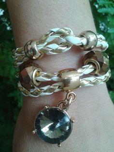 Bracelete regulável fabricado com materiais de alta qualidade e perfeito acabamento