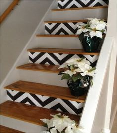 I love the pattern every other step. Chevron Pattern on Stairs Tutorial @ DIY Home Design - possible idea for the basement one day. Diy Tapete, Diy Casa, Painted Stairs, Wooden Stairs, Pallet Stairs, Painted Staircases, Hardwood Stairs, Spiral Staircases, Painted Floors
