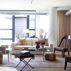 In making the move from a 19th-century London mews to a 21st-century condo in Washington, D.C., an American businessman learns that he needs a little design expertise Bertoia, Living Room Sofa, Living Rooms, Living Area, Living Spaces, White Sofas, Eclectic Style, Apartment Design, Elle Decor