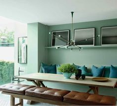 Modern banquette. Love the turquoise and leather. Maybe too much color on the wall.