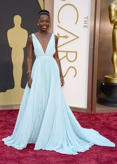 natural hair - Lupita Nyong'o | Oscars 2014 | Prada gown with Fred Leighton headband and jewelry.