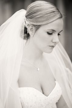 The classic, beautiful bride. image: Ashely dePencier Photography