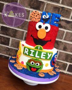 Elmo First Birthday, Boys 1st Birthday Party Ideas, First Birthday Parties, Sesame Street Birthday Party Ideas, Elmo Party, Mickey Party, Dinosaur Party, Dinosaur Birthday, Sesame Street Cake