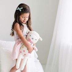 """""""Mi piace"""": 1,006, commenti: 14 - cuddle+kind (@cuddleandkind) su Instagram: """"The sweetest capture of Lucy the lamb hanging with her BFF Sophia. 🌸 Our dolls are designed for…"""""""