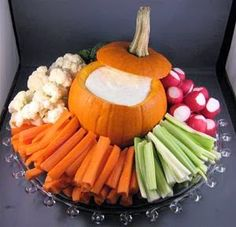 A really clever idea for a Halloween party or even a fall birthday party! by A really clever idea for a Halloween party or even a fall birthday party! Halloween Treats For Kids, Halloween Food For Party, Halloween Birthday, Halloween Candy, Halloween Diy, Halloween Costumes, Halloween 2019, Haloween Party, Halloween Buffet