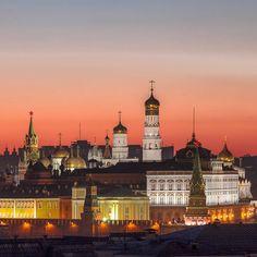 "2,198 Likes, 29 Comments - Svetlana Russia Moscow 🇷🇺 (@svetosh13) on Instagram: ""Мир! Труд! Май! С праздником! Moscow, Kremlin sunrise #topeuropephoto #bestdestinations…"""