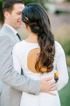From loose waves to pretty braids, here's 13 gorgeous wedding hairstyles for brides looking to wear their hair down on the Big Day! #weddinghairstyles