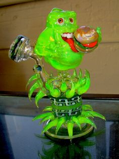 This is awesome work! Ghostbusters Slimer Glass Pipe on Global Geek News. Glass Pipes And Bongs, Glass Bongs, Tumblr, Cool Pipes, Weed Pipes, Puff And Pass, Up In Smoke, Dark Smoke, Pipes And Bongs