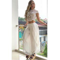 NUEVA COLECCIÓN!! ENTERIZO BORDADO CON LENTEJUELA $$ 245.000 LA LÍNEA DE INFORMACIÓN ES LA 3104378541 NUESTRO HORARIO A CAMBIADO POR… Denim Fashion, Look Fashion, Hijab Fashion, Girl Fashion, Fashion Outfits, Womens Fashion, Tie Dye Outfits, Crop Top Outfits, Modern Outfits