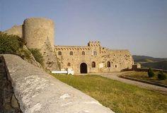 Puglia - il castello di Bovino. 41°15′00″N 15°21′00″E