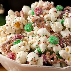 Christmas Crunch {Funfetti Popcorn Christmas Style} - Cooking Classy ~ Easy and festive Christmas treat! Christmas Crunch, Christmas Snacks, Holiday Treats, Holiday Recipes, Christmas Candy, Homemade Christmas, Christmas Style, Christmas Recipes, Classy Christmas