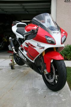 Yamaha R71.