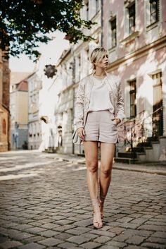 Ich seh Rosa! White top+blush shorts+blush lace up suede heeled sandals+blush bomber+blush shoulder bag+golden choker. Late Summer outfit 2016